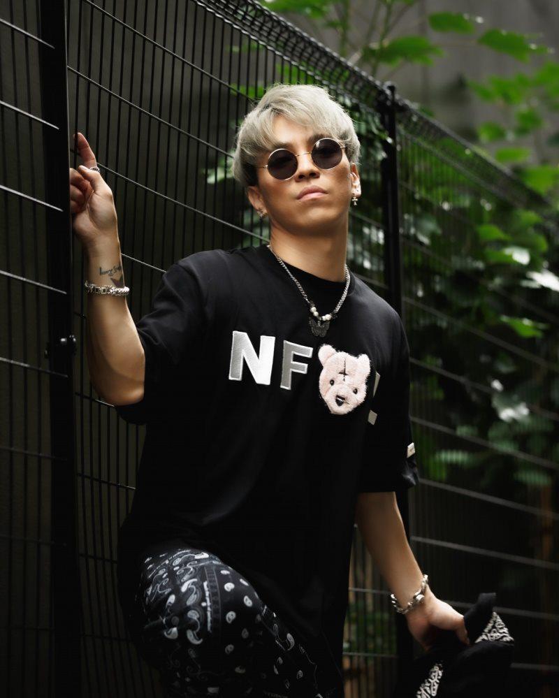 鼻ピアスクマTシャツの画像4